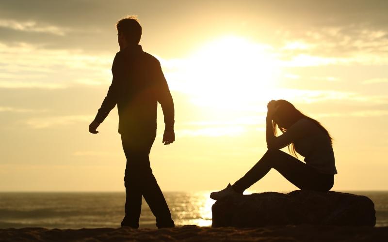 Пережить расставание: почему рвется связь, и как вновь стать счастливой?